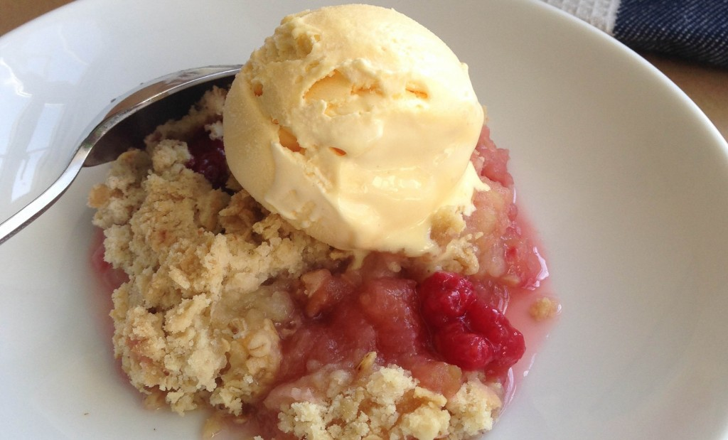 Apple and raspberry crumble 4